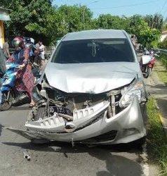 Avanza Tabrak Pengendara Motor dan Mobil Pick Up di Bantaeng, Satu Orang Dilarikan ke Puskesmas