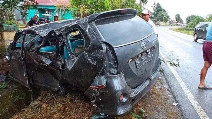 Sopir Diduga Mengantuk, Mobil Tabrak Tembok Pagar Rumah Warga di Lappariaja Bone