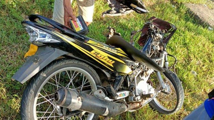 Pengendara Motor Tabrak Truk di Desa Selli Bone, Satu Orang Luka