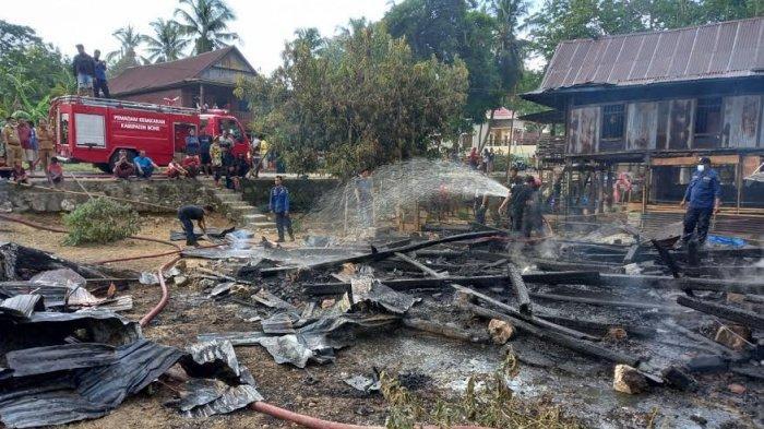 Ditinggal Ambil BLT, Satu Rumah Panggung dan Emas 10 Gram Ludes Terbakar di Desa Matajang Bone