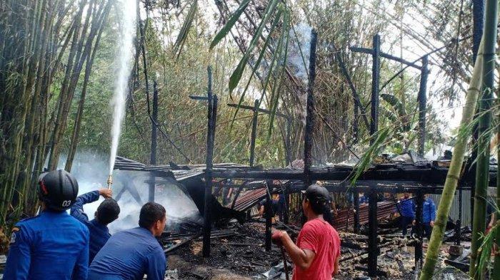 Memasak Air Menggunakan Tungku, Satu Rumah Panggung Ludes Terbakar di Bone