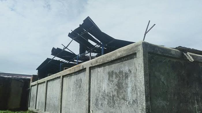 Kondisi Rumah Warga di Sinjai Pasca Angin Kencang, Masih Ada Gunakan Tenda