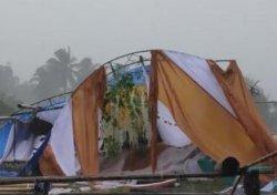 Tenda Pernikahan Ambruk di Desa Uloe Bone, Pengantin Tetap Ijab Kabul dan Terima Tamu di dalam Rumah