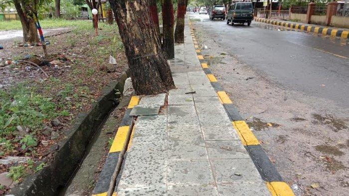 Belum Setahun Dikerja, Trotoar di Jalan Lingkar dan Abd Djalil Sikki Jeneponto Rusak