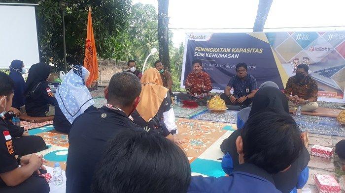 Ketua Bawaslu Sinjai Latih Staf Humas Jadi Jurnalis