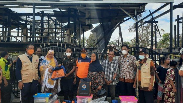 Korban Kebakaran di Dua Pitue Sidrap Terima Bantuan Pemkab