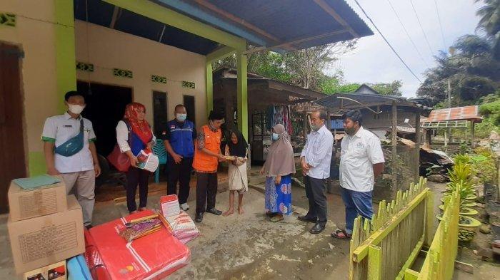 Korban Kebakaran di Dusun Kasambi Enrekang Terima Bantuan Pemkab