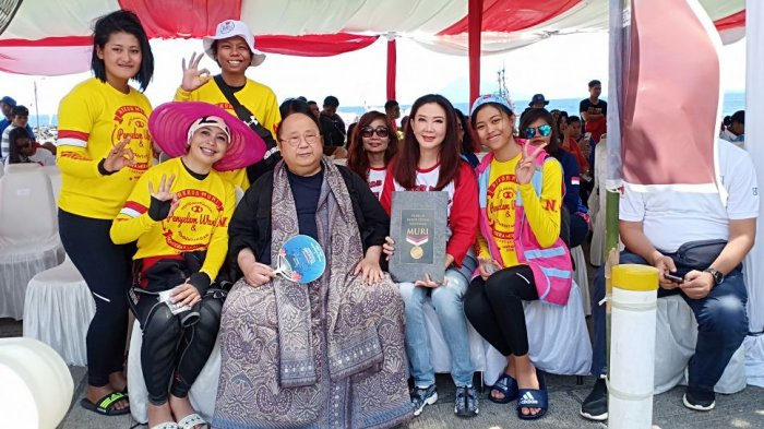 Pecahkan Rekor MURI, Ketua Korcab VI DJA II Menyelam Bersama Wanita Selam Indonesia