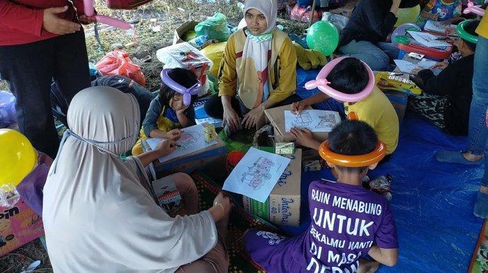 Kopri PMII Palopo Hibur Anak Korban Banjir dengan Belajar Menggambar dan Baca Buku