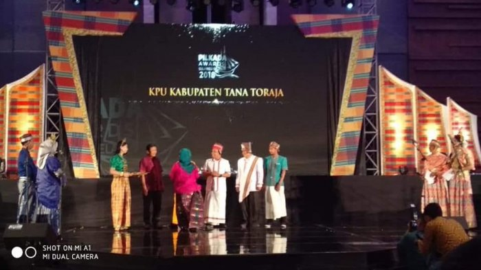 KPU Tana Toraja Raih Terbaik I Penyelenggara Pemilu Berintegritas Pada Pilgub 2018