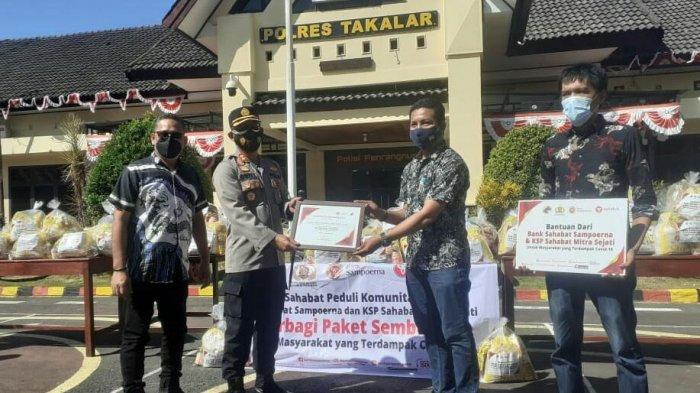 KSP Sahabat Mitra Sejati Serahkan 65 Paket Sembako ke Polres Takalar
