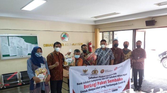 KSP Sahabat Mitra Sejati Cabang Antang dan Bank Sampoerna Berbagi Paket Sembako