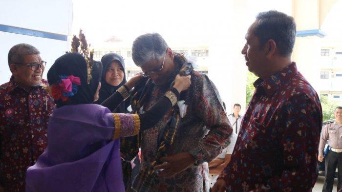 Kunjungan ke Unismuh Makassar, Dubes India Disambut Tari Paddupa, Reaksinya?