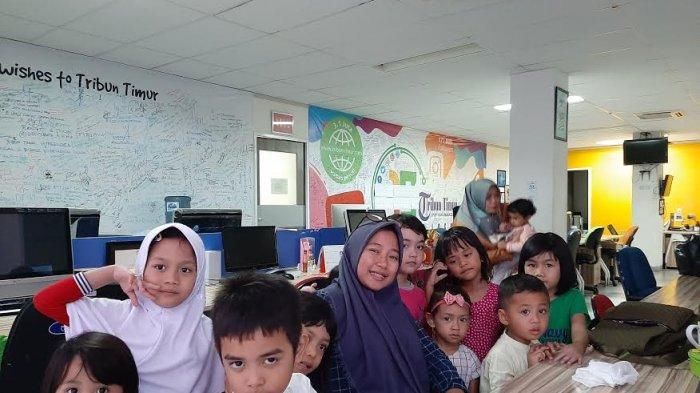 Murid TK Adalia Makassar Kenali Profesi Jurnalis di Tribun Timur