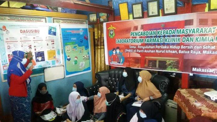 Fakultas Farmasi Unhas Penyuluhan Perilaku Hidup Bersih di Panti Asuhan