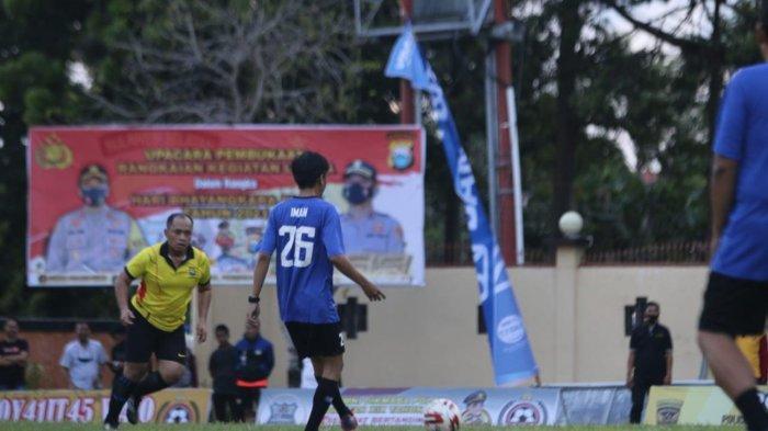Semarak HUT Bhayangkara di Polres Wajo, Tim PJU Polres Menang Tipis dari Media FC