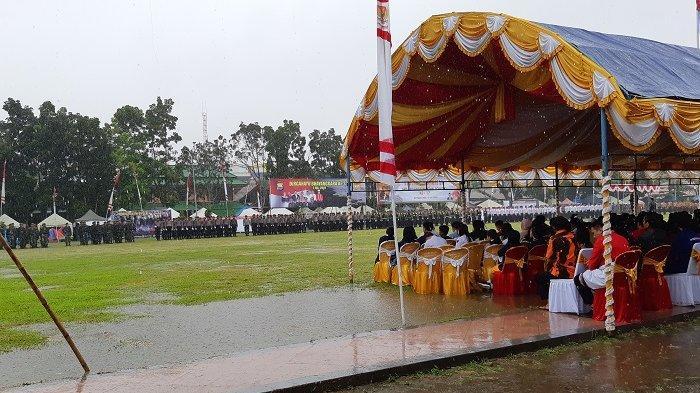 Hujan Deras Guyur Peserta Upacara Hari Pahlawan Pongtiku ke-17 dan HUT Bhayangakara di Rantepao