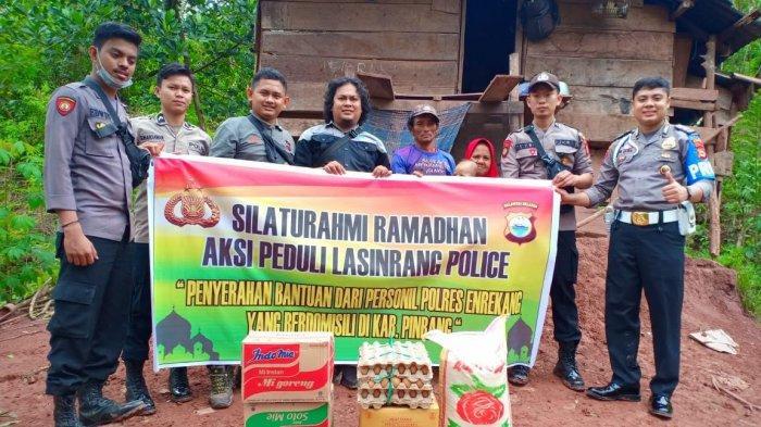 Berbagi Peduli, Lasinrang Police Enrekang Bantu Dua Warga Kurang Mampu di Maiwa dan Curio