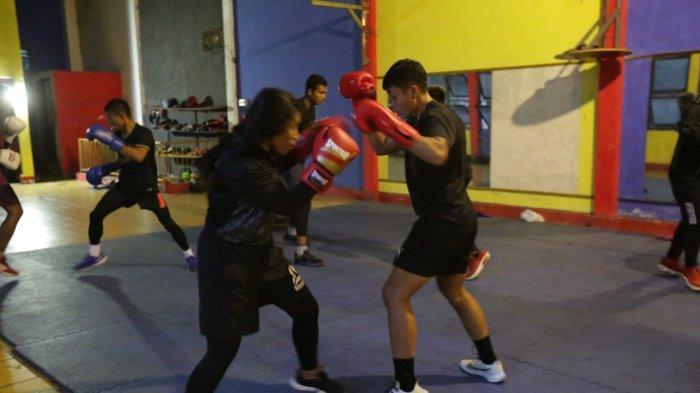 Latihan bersama atlet tinju Makassar dengan atlet Olimpiade