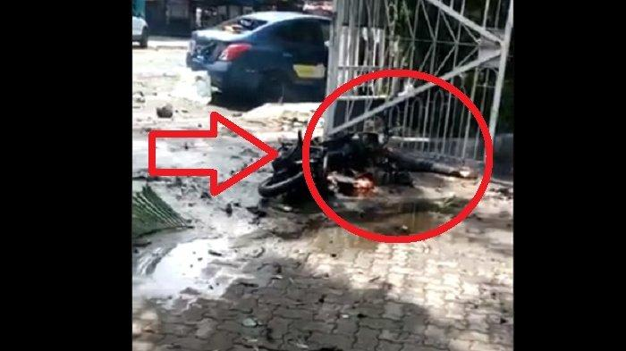Motor Hangus & Jenazah di Gerbang Gereja Katedral Makassar. Disebut pelaku bom bunuh diri.