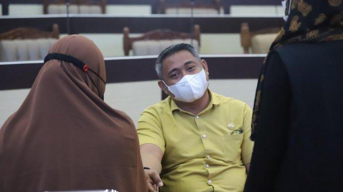 Taqwa Muller saat menjalani vaksin Covid-19 di Gedung DPRD Sulsel, Jl Urip Sumoharjo, Kota Makassar, Senin (15/3/2021).