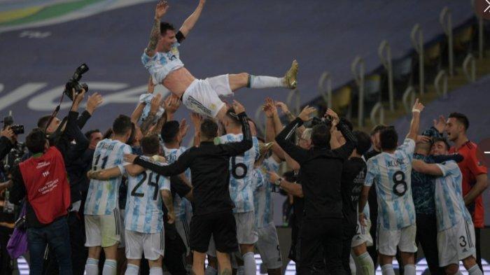 Lionel Messi juara Copa America 2021 bersama Argentina tim bersukacita