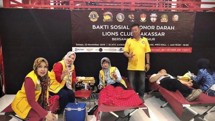 FOTO-FOTO: Lions Club Makassar Satu dan Tribun Timur Ajak Pengunjung MTC Donor Darah - lions-club-makassar-2.jpg