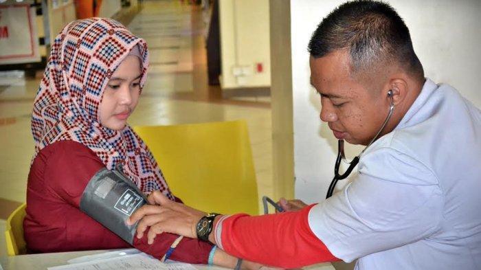 FOTO-FOTO: Lions Club Makassar Satu dan Tribun Timur Ajak Pengunjung MTC Donor Darah - lions-club-makassar-3.jpg