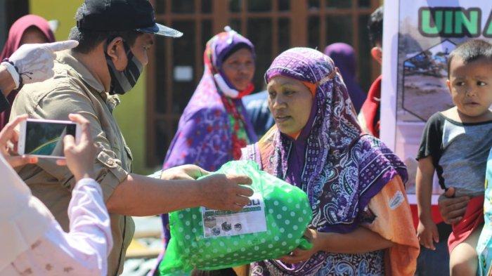 LP2M UIN Alauddin Salurkan Paket Bantuan untuk Korban Bencana Alam di Jeneponto