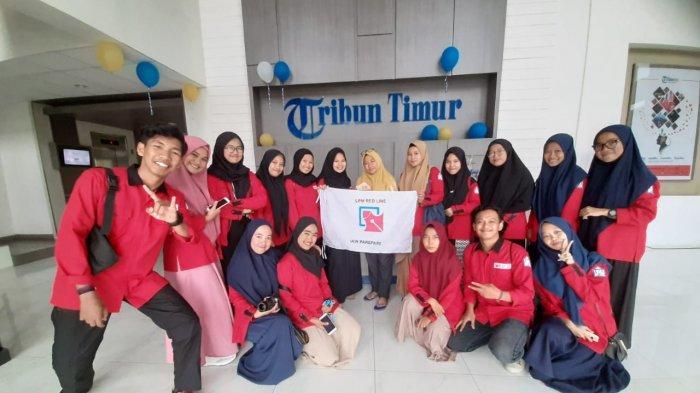 LPM Redline Intip Pengelolaan Berita di Dapur Redaksi Tribun Timur