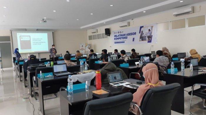 LSP Politeknik ATI Makassar Latih 24 Calon Asesor Kompetensi