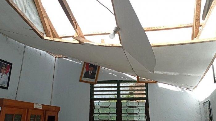 Angin Kencang dan Hujan Deras di Sidrap Rusak Kantor Lurah Hingga Kandang Ayam