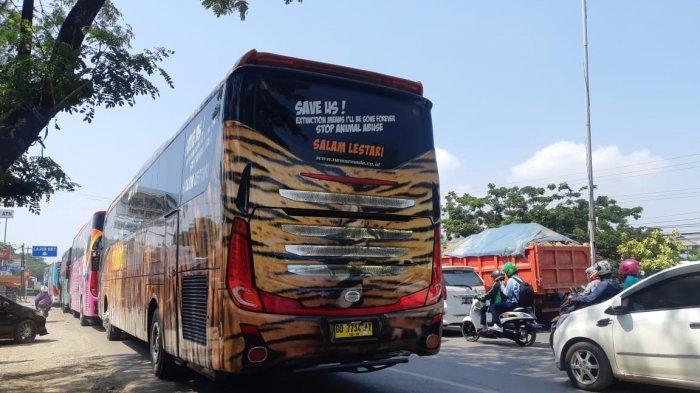 BREAKING NEWS: Macet Jl Perintis Sekitar BTP Kian Parah, Bus Antre Solar di SPBU, Tak Ada Polantas!