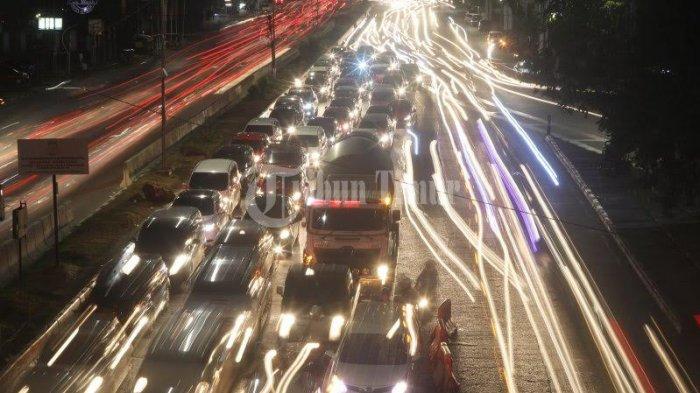 Pengendara 'Tersiksa' Lewat Perempatan Jl Pajjaiang-Jl Paccerakang Daya