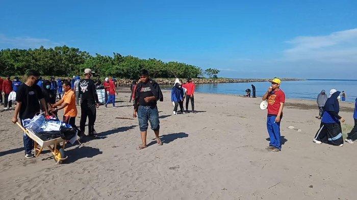 Politeknik Bosowa Makassar Ajak Mahasiswa Baru Peduli Lingkungan Kawasan Wisata