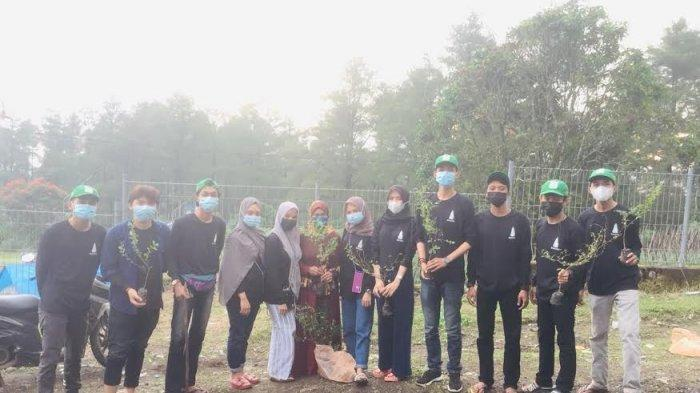 Mahasiswa KKN UIN Alauddin Tanam Pohon Ketapang Cendana di Malino