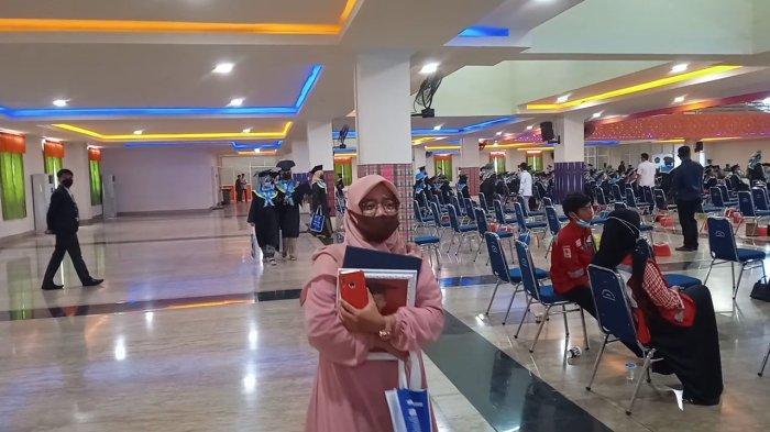 Kisah Haru Warnai Wisuda Unismuh Makassar, Kakak Gantikan Adiknya yang Meninggal Jelang Wisuda