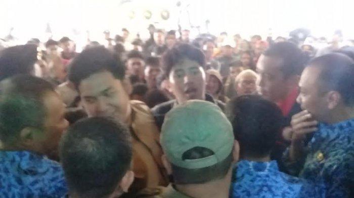 Tak Ditemui Anggota DPRD Sulsel saat Unjukrasa Tolak Revisi UU KPK, Mahasiswa Nyaris Bentrok
