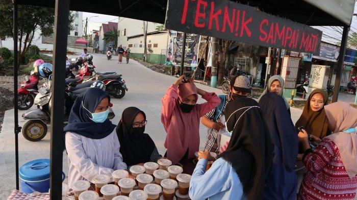 FOTO: Mahasiswi UIM Jualan Cendol