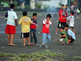 Publik Service: Anak-anak Main Petasan Ganggu Warga di Mangasa