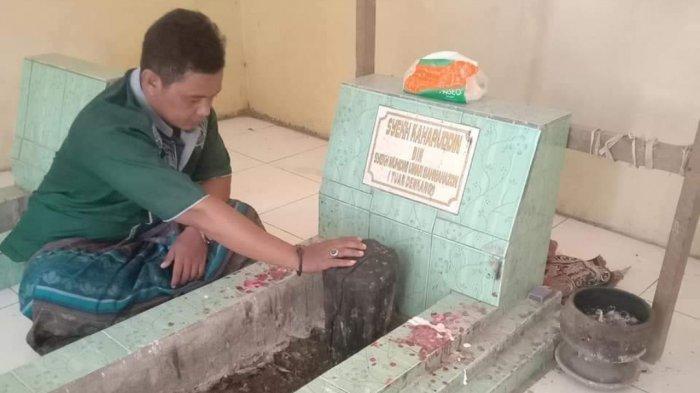 Makam Syekh Kaharuddin Al Aidid di Sanrobone Takalar. Syekh Kaharuddin Al Aidid adalah salah seorang ulama penyebar Islam di Sulsel sebelum Dari ri Bandang.