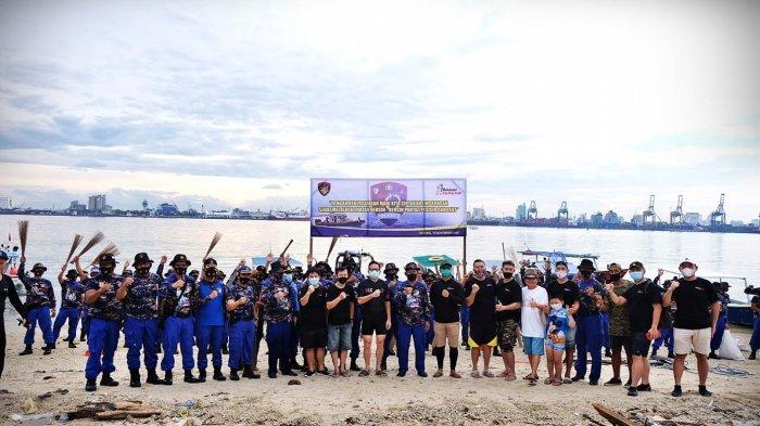 FOTO: Ditpolairud Polda Sulsel dan MCC Gelar Bersih-bersih Pantai