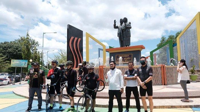 FOTO: MCC Mini Touring Makassar-Pinrang - makassar-cycling-club-mcc-melintas-di-kota-parepare.jpg