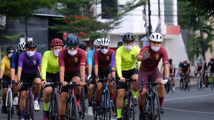 FOTO: Gowes, Makassar Cycling Club Kenakan Jersey Terbaru