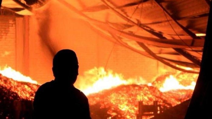Kebakaran di Ace Hardware - Informa Mal Panakkukang Square Makassar karena Korsleting?