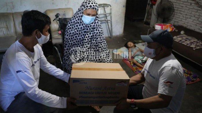 FOTO; Astra Graphia Serahkan Bantuan ke Warga Kelurahan Rappocini Makassar - manajemen-pt-astra-graphia-memberikan-bantuan-kepada-warga-di-lorong-5-5.jpg
