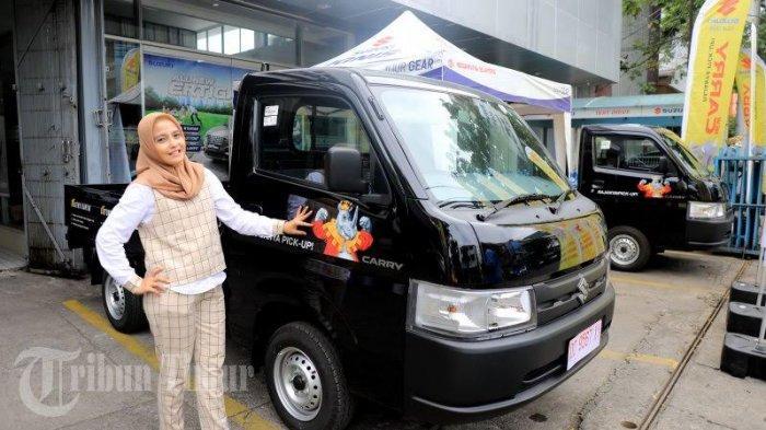 Manajemen PT Suzuki Indomobil Sales (SIS) bersama PT Megah Putra Sejahtera (MPS) sebagai main diler mobil Suzuki di Sulselbar, memperkenalkan New Carry Pick Up kepada awak media di Showroom Suzuki Jl Gunung Latimojong Makassar, Sabtu (274).