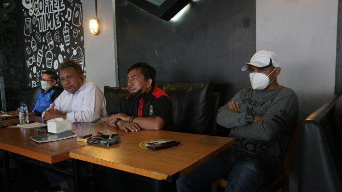Manajer tim Tinju Sulsel Muhammad Tawing saat memberi keterangan pers kepada awak media