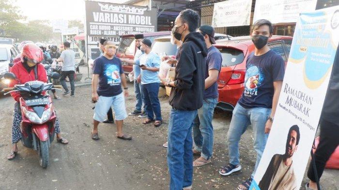 'Disponsori' Bintang Manchester City Ilkay Gundogan, MCSCI Chapter Makassar Bagi-bagi Takjil