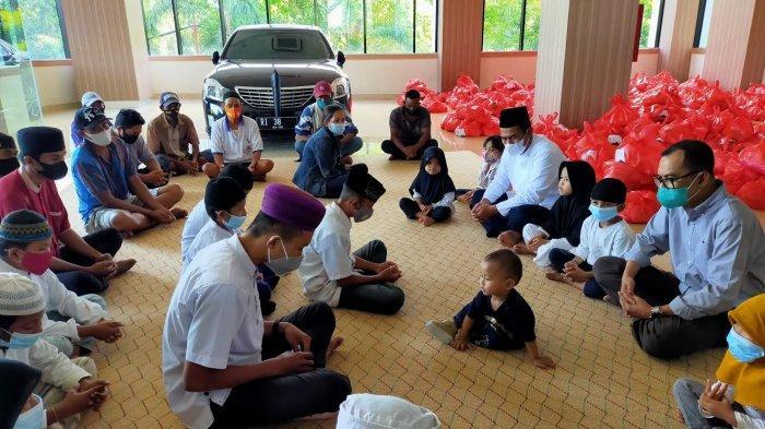 Amran Sulaiman Bagikan 30 Ribu Paket Sembako untuk Anak Yatim dan Tukang Becak